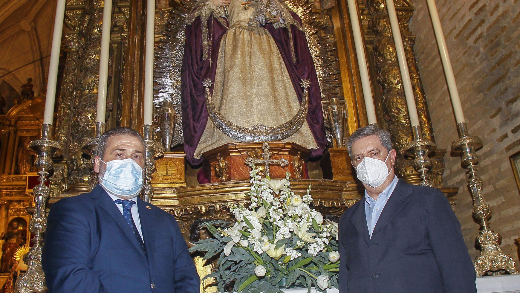 Visita institucional del Colegio de Enfermería de Sevilla a la hermandad